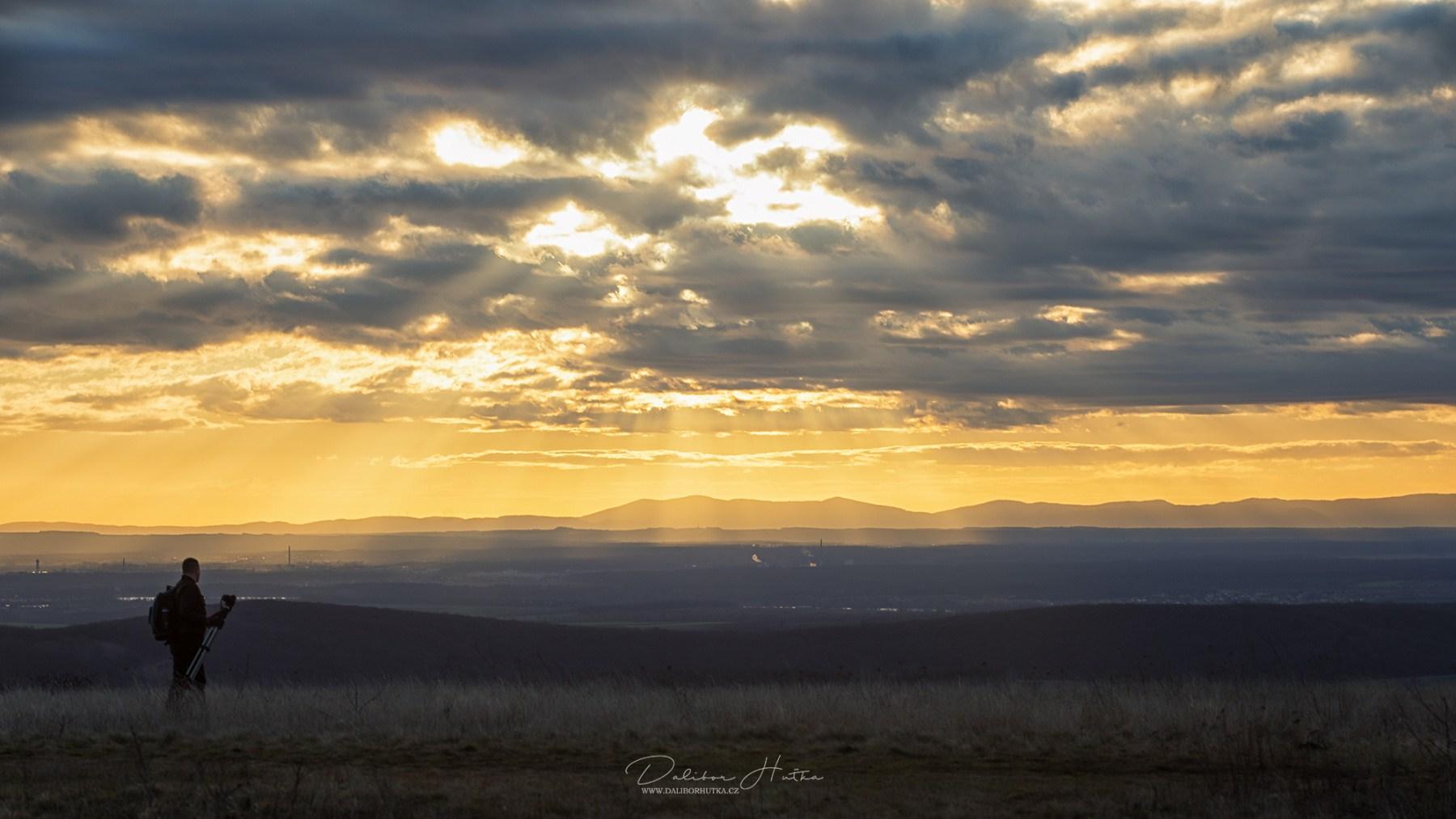 Svítání ze Stolové hory , pohled na Malé Karpaty